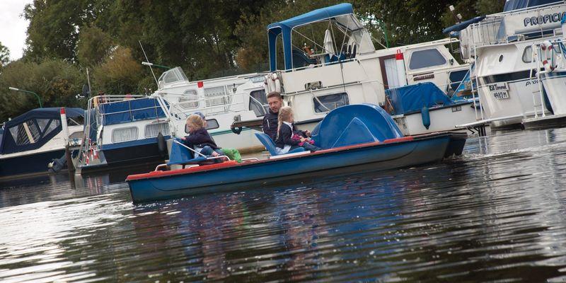 Tret- und Motorboot